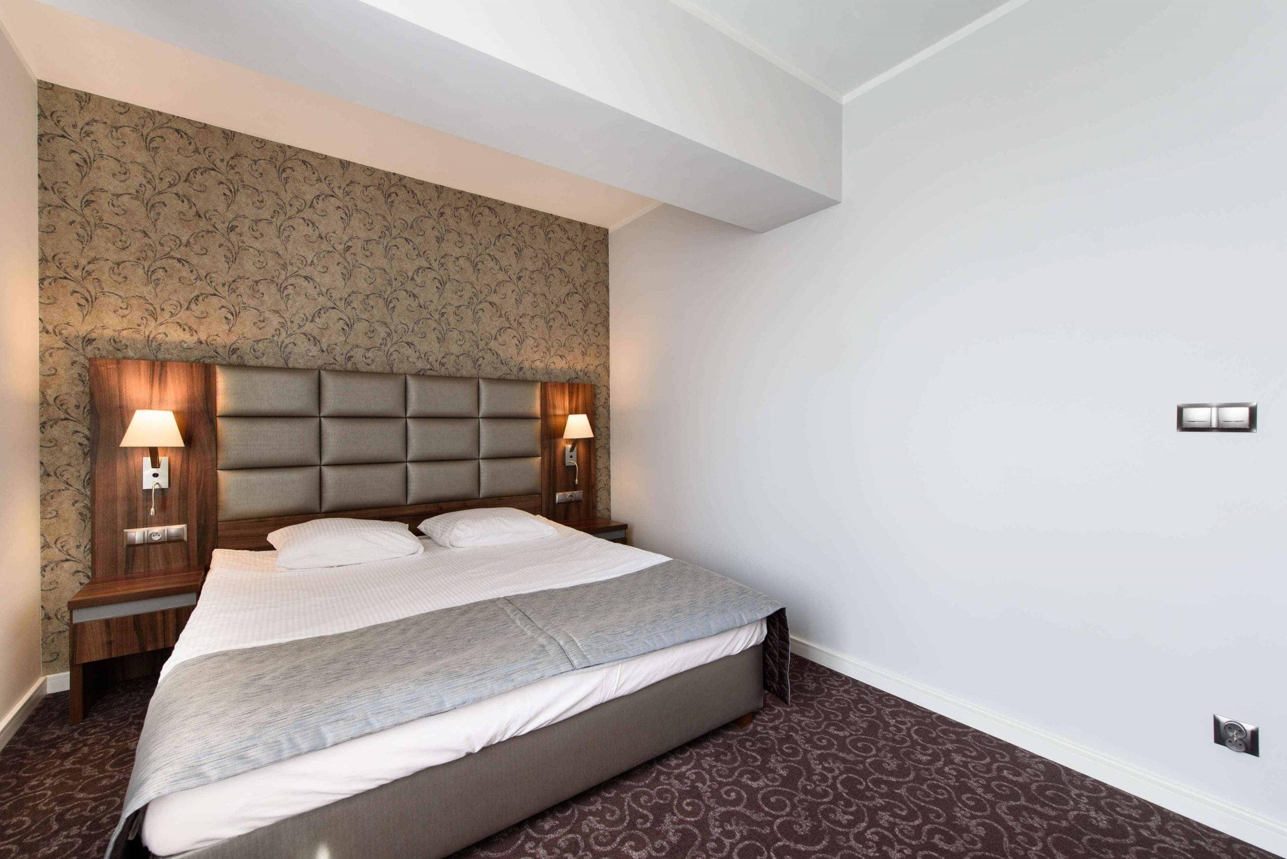 Pokój-dwuosobowy-lux-łóżko-małżenskie-2-1